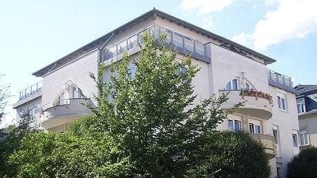 Mehrfamilienhaus – Deubener Straße 11 Wohneinheiten und 2 Gewerbeeinheiten
